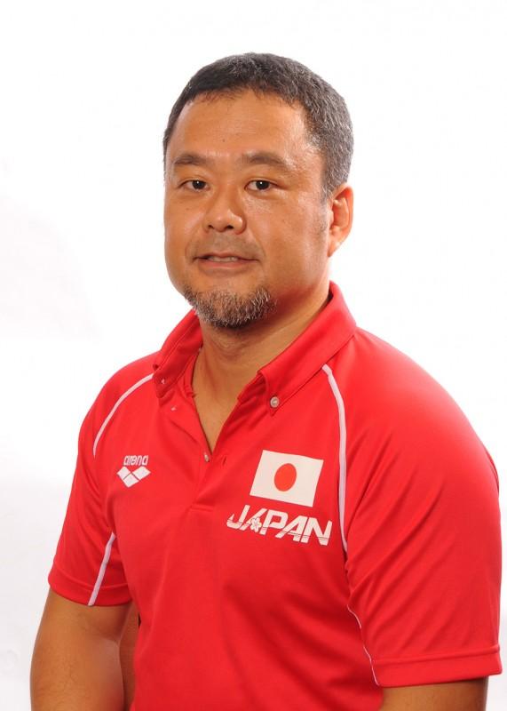 こいずみ・けいすけ 1971 年1月28 日生まれ。福井 県出身。明治学院大学─東京衛生 学園。早稲田大学大学院スポーツ 科学研究科修士課程修了。水泳に は2006 年水泳ワールドリーグ を皮切りに、09 年ローマ世界選 手権、11 年上海世界選手権に携 わり、12 年ロンドン・オリンピッ クにも帯同トレーナーとして参 加。現在も水泳選手を中心に、多 くのトップアスリートの指導に当 たっている。日本体育協会公認ア スレティックトレーナー、理学療 法士、日本水泳トレーナー会議運 営委員、日本水泳連盟競技委員・ 医事委員。