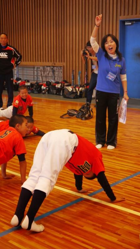 川添さんによるコアキッズ体操開始。川添さんも元気100倍!